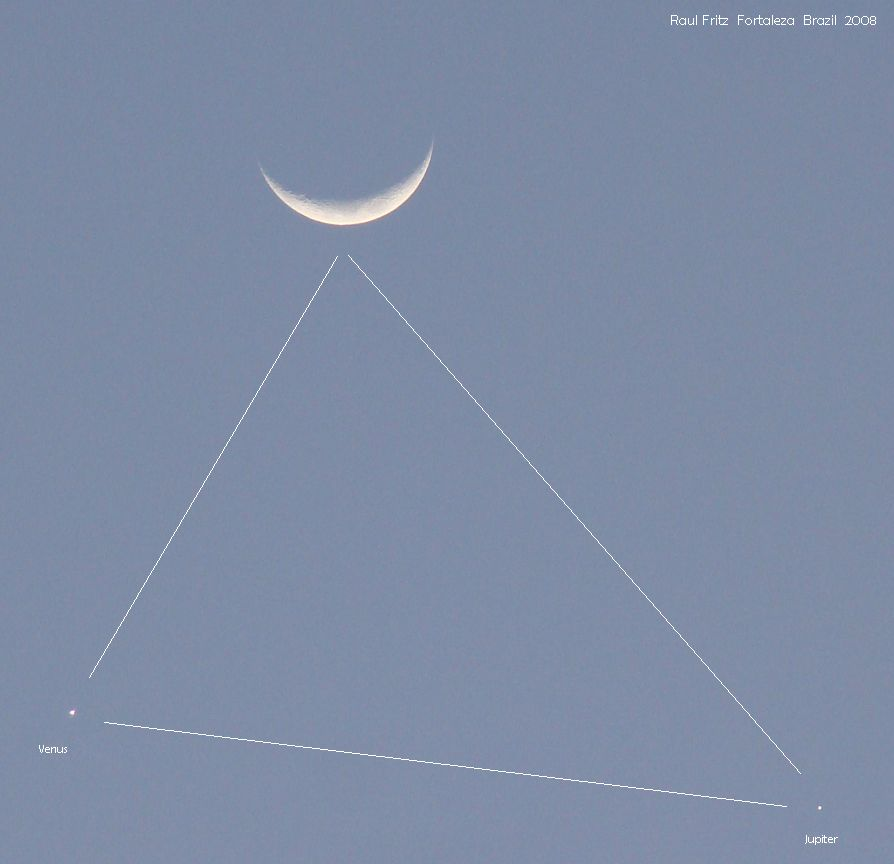 The triangle: triple conjunction of Moon, Venus and Jupiter